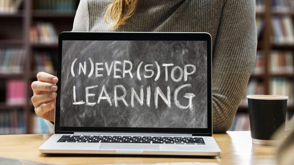 Creating Online Community For An E Learning Website